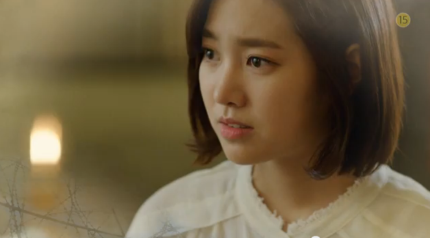 Jae Hee looks terrified when Hoon told her that he'll be meeting the President.