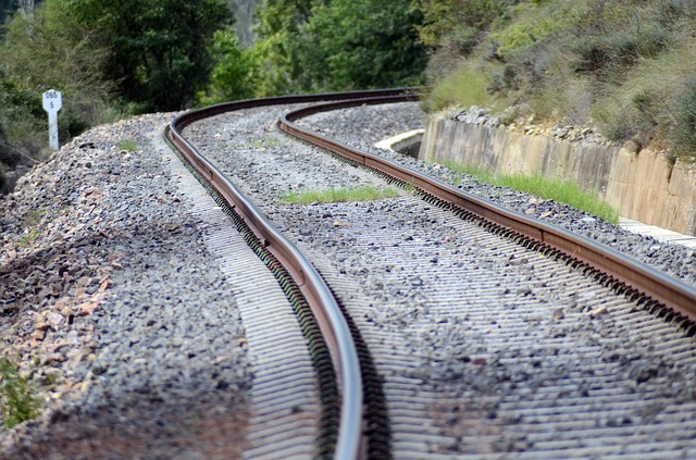 train-445392_640